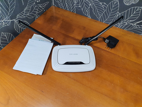 Wifi -reititin (TP-Link TL-WR841N)