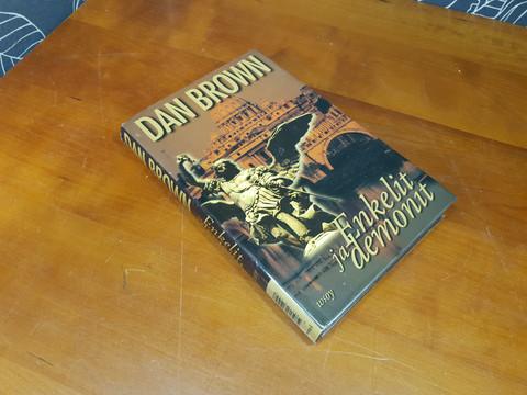 Enkelit ja Demonit (Dan Brown)