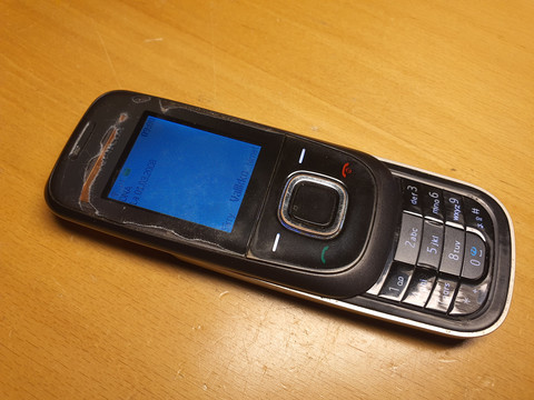 Puhelin (Nokia 2680)