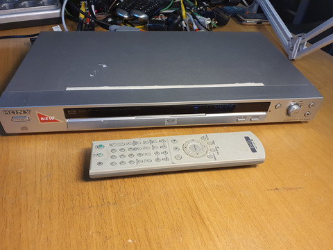 DVD -soitin (Sony DVP-NS330)