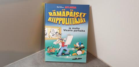 Aku Ankka -Rämäpäiset riippuliitäjät -kirja.
