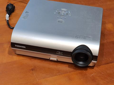 Projektori (Toshiba TDP-S20)