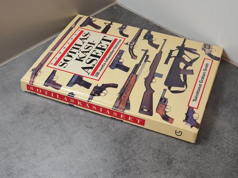 Sotilaskäsiaseet -kirja