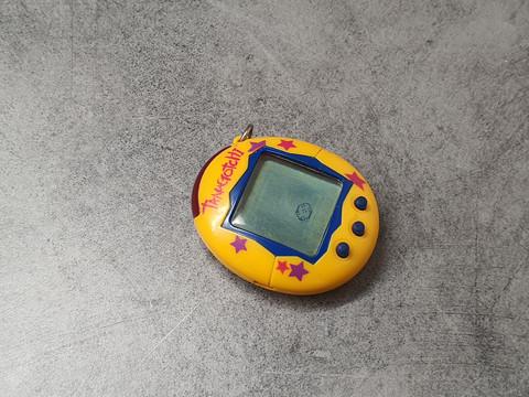 Keltainen Tamagotchi (2004)