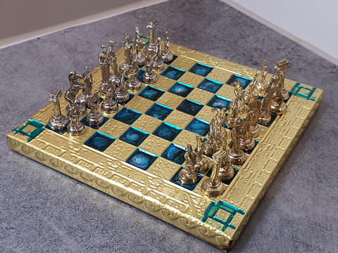 Pieni shakkipeli ja nappulat