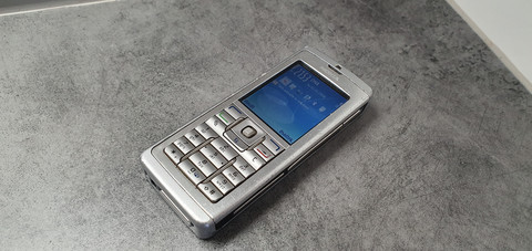Puhelin (Nokia E60-1)