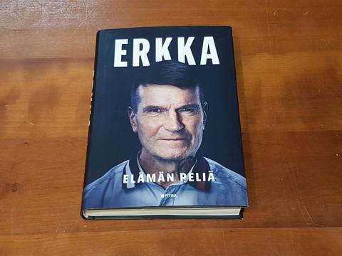 Kirja (Erkka Westerlund, Manu Tuppurainen - ERKKA - Elämän peliä)