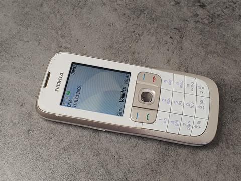 Puhelin (Nokia 2630)