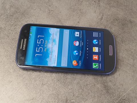 Puhelin (Samsung Galaxy S4 mini)