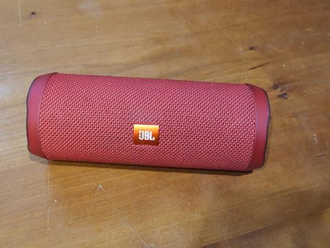 Bluetooth kaiutin (JBL Flip 4)