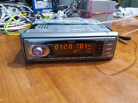 Autoradio / CD -soitin (VDO 731)