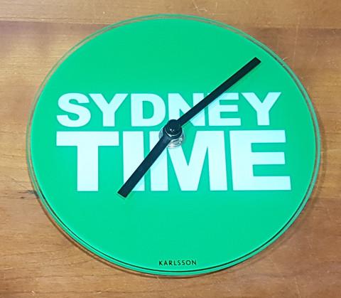 Seinäkello (Lasinen Karlsson Sydney Time seinäkello)