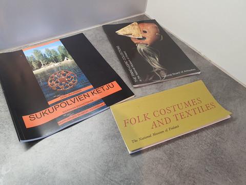 Kolme Suomen historiaan liittyvää kirjaa