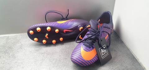 Jalkapallokengät, koko 40,5 (Nike Mercurial)