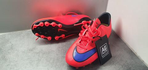 Jalkapallokengät, koko 36,5 (Nike Mercurial)