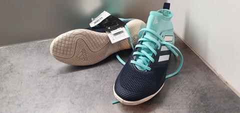 Sisäpelikengät, koko 34 (Adidas)