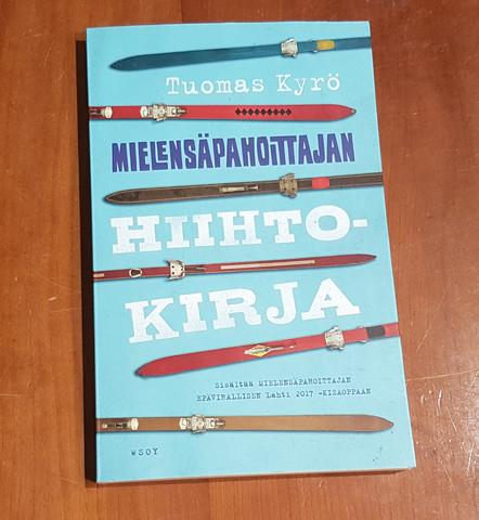 Kirja (Tuomas Kyrö - Mielensäpahoittajan hiihtokirja)