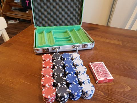 Pokerimerkkejä ja laukku (200 kpl)