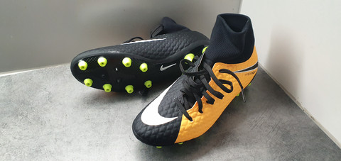 Jalkapallokengät, koko 42 (Nike Hypervenom)