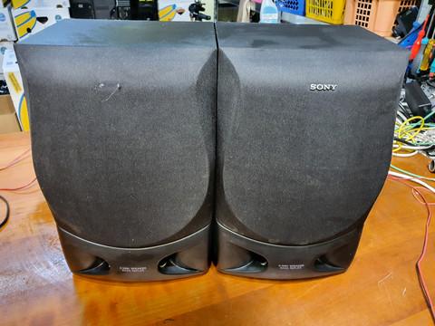 Kahdet kaiuttimet (Sony)