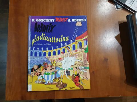Lasten kierrätyskirja (R. Goscinny, A. Uderzo -  Asterix gladiaattorina)