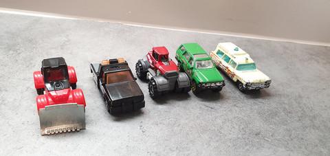 Viisi pikkuautoa (MatchBox)