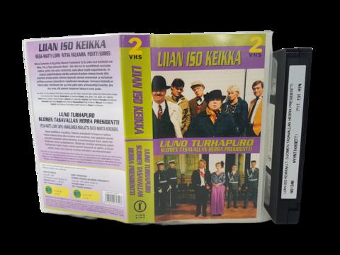 VHS-elokuva (Finnkino 2-VHS : Liian iso keikka & Uuno Turhapuro Suomen tasavallan herra presidentti) S