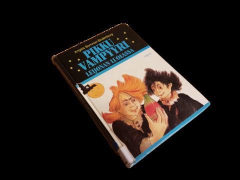 Lasten kierrätyskirja (Angela Sommer-Boderburg - Pikku vampyyri leijonan luolassa)