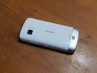 Puhelin (Nokia C5-03)