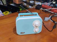 Pieni radio (Macs Rico R-3511)