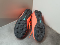 Jalkapallokengät, koko 36 (Nike - Mercurial)