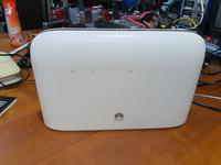 4G -modeemi / reititin (Huawei B715s)