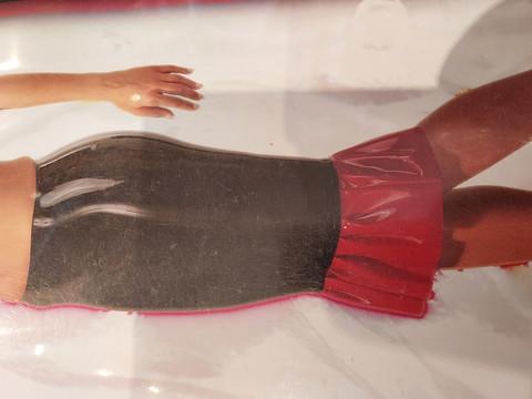 LateX hame kuin toinen iho - musta, tiukka, helmassa röyhelö