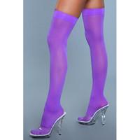 Violetit yli polven yltävät sukat huomataan varmasti