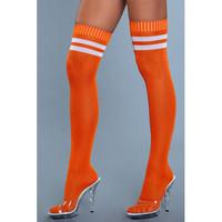 Yli polven sukat -  paksut, pitkät, räikeän oranssit, valkoiset raidat