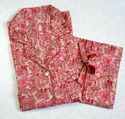 Ruusu -pyjamat