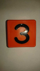 Numerolaatta kaulapantaan - numero 3 (10kpl)