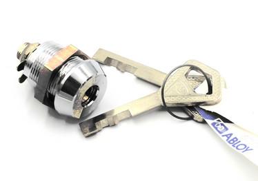 Metallikaapin sylinterilukko 2:lla avaimella