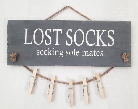 Lost socks -kyltti