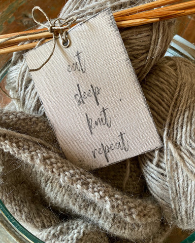 Knit -etiketti, Fabriikki