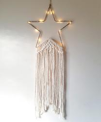 Makramee tähti, valolla (harmaa tai valkea)
