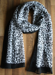 Huivi, musta leopardikuvio