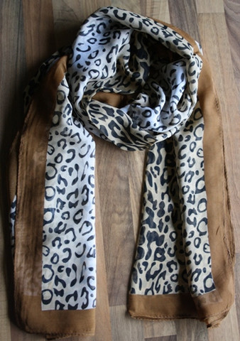 Huivi, vaaleanruskea leopardikuvio
