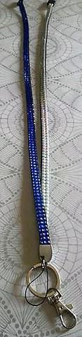 Avainnauha turvalukolla, sinivalkoinen 90 cm