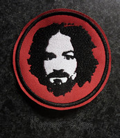 Charles manson punainen kangasnmerkki