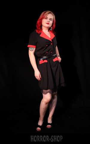 Musta mekko punaisilla kauluksilla