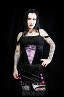 Sinister black and violet yhdistelmä