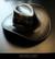Musta keinonahkahattu nahkanyörillä