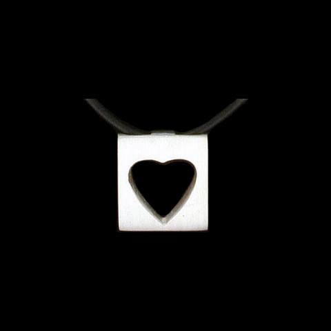 Hopeinen riipus Sydän