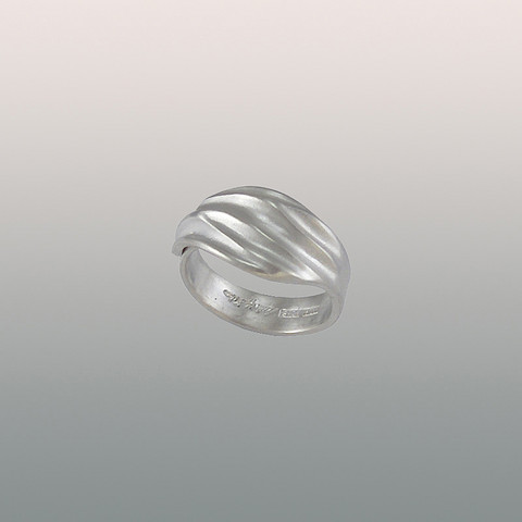 Hopeinen sormus Maininki